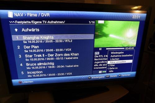 """Mit einem Druck auf die """"Stop""""Taste kommt man recht flott ins DVR-Menü mit den aufgenommenen Filmen und Sendungen. Ein Druck auf OPT bringt ein kleines Menü zu Tage. Mit dem Steuerkreuz an der Fernbedienung navigiert man auf den Eintrag Filme-Verwalten und drückt OK"""